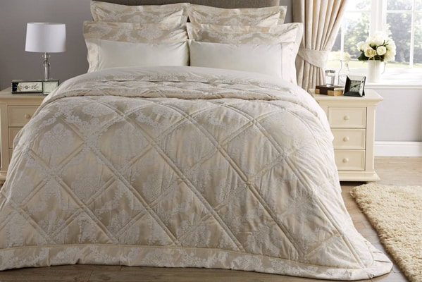 Autumn offers up to 60% 0ff & 20% off all duvets and pillows!